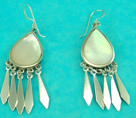 wholesale of fashion earring supply manufactured sterling silver mother of pearl seashell earring with oval round shape