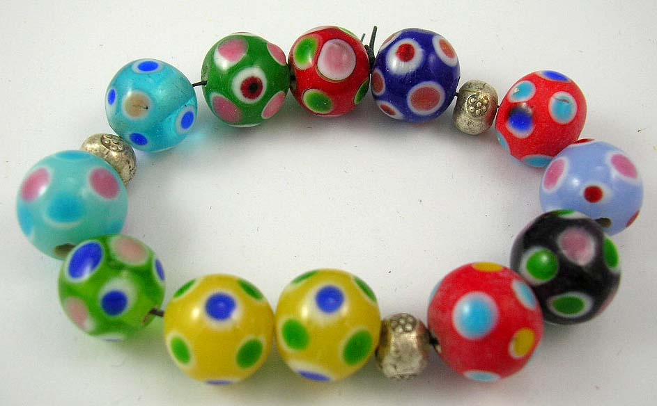 buy jewelry online offers multi-color bead bracelet with circular pattern