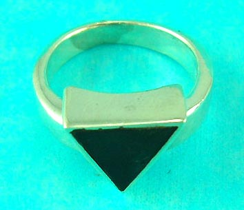 top wholesale cheap jewelry store delivers triangular onyx silver ring